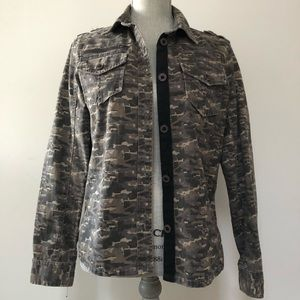 Urban Outfitters BDG camo print shirt jacket